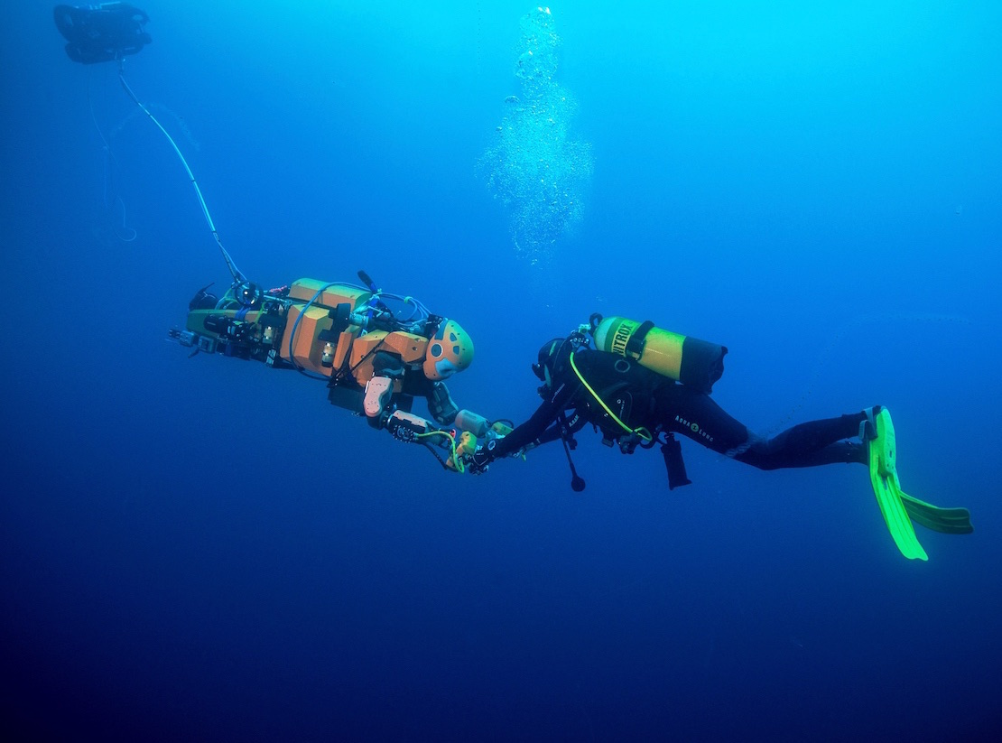 Ocean One, diving in the Mediterranean Sea at 15 meters, interacting with the diver in a compliant and safe manner.